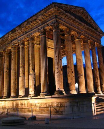 Le temple de Vienne de nuit