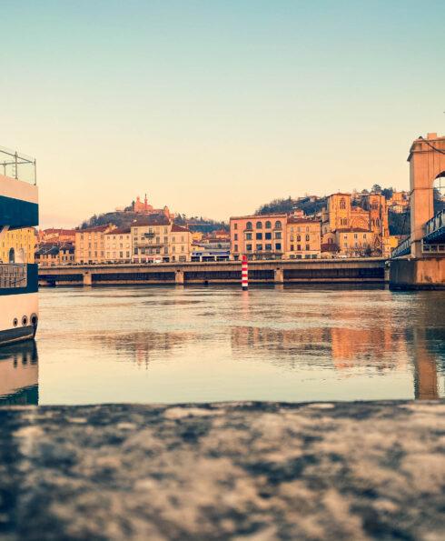 Vue sur le fleuve Rhône et la ville de Vienne